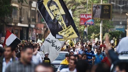 Des partisans des Frères musulmans et du président déchu Mohamed Morsi manifestent au Caire, le 8 novembre 2013.