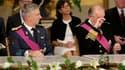 Le roi de Belgique Albert II (à droite), aux côtés du prince Philippe avant la prestation de serment de ce dernier pour succéder à son père. Philippe, âgé de 53 ans, a prêté serment dimanche comme septième roi des Belges. /Photo prise le 21 juillet 2013/R