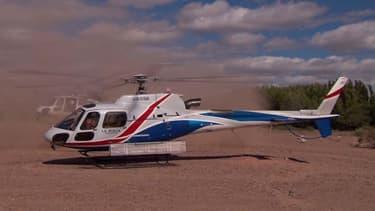 Les deux hélicoptères au moment du décollage