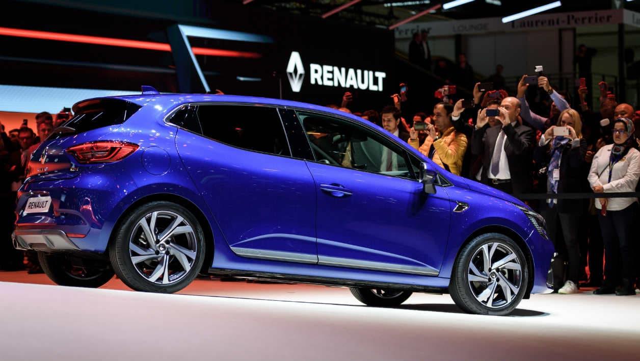 La cinquième génération de la Clio. Renault a conservé le design de la Clio 4 qui avait fait son succès commercial tout en augmentant la qualité de finitions et les technologies proposées.