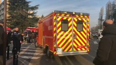 Un violent incendie s'est déclaré à Aulnay-sous-Bois.