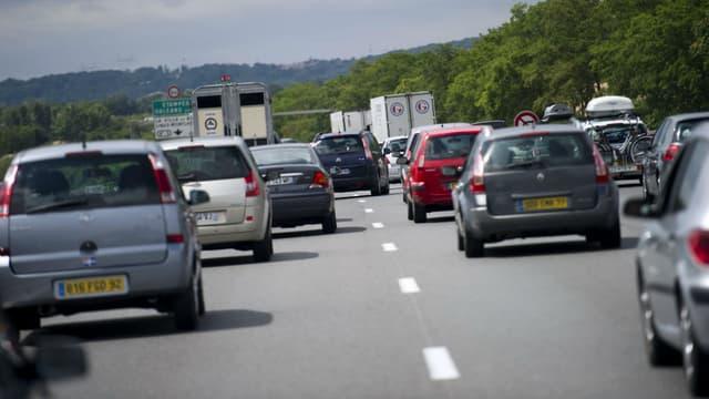 Un embouteillage sur l'autoroute A6 le 9 juillet 2011 près de Palaiseau.