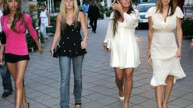 Victoria Beckham emmène la troupe des femmes de joueurs