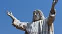 La statue fait 8,53m de haut et pèse 40 tonnes.
