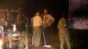 Les autorités militaires ivoiriennes ont remis vendredi à Abidjan au juge français Patrick Ramaël (de dos, avec les béquilles) les restes présumés du journaliste Guy-André Kieffer, disparu en avril 2004 alors qu'il enquêtait, semble-t-il, sur une affaire