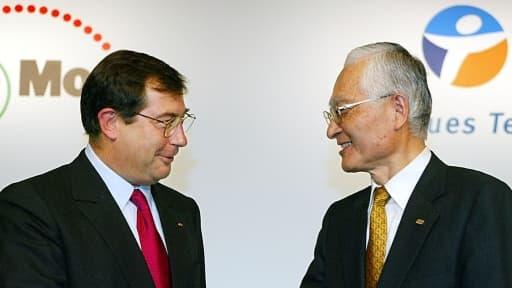 Martin Bouygues en 2002 avec le patron de l'opérateur mobile japonais NTT DoCoMo