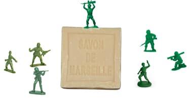 """Deux associations de fabricants de savon de Marseille mènent une bataille sans merci pour imposer leur """"recette"""" afin d'obtenir le futur label """"savon de Marseille""""."""