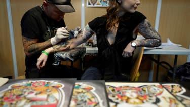 Cela ne va pas forcément de soi, mais, oui, au salon du tatouage, il est possible de se faire tatouer.