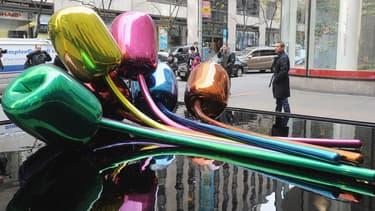 """L'oeuvre baptisée """"Tulips"""" exposée à New York en 2012."""