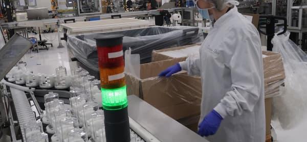 Le groupe de luxe utilise pour le conditionnement du gel des flacons en plastique habituellement utilisés pour du savon liquide.