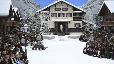 Le Grand Palais transformé en station de montagne pour le premier défilé Chanel sans Karl Lagerfeld.