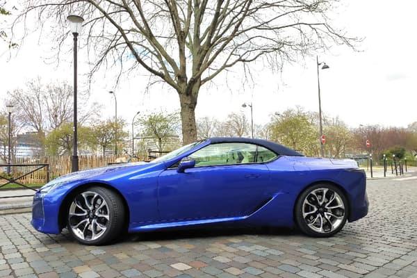 Une version coupé du LC est aussi en vente.