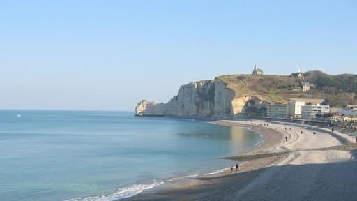 La plage d'Etretat, en Normandie.
