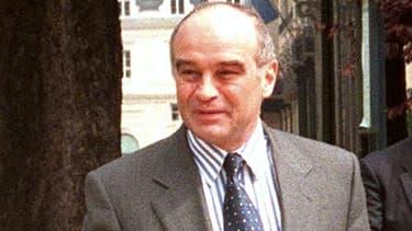 Bertrand Landrieu, alors directeur de cabinet de Jacques Chirac, dans les rues de Paris, le 5 mai 1998