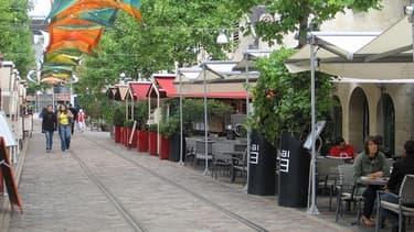 Trop chers et peu tournés vers l'étranger, les cafés parisiens ont perdu de leur attrait selon le Forum économique mondial.