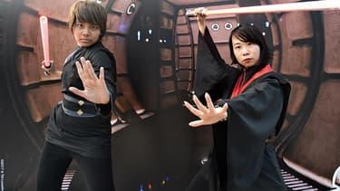 """Des fans de Star Wars déguisés pour célébrer """"May the fourth"""" à Singapour."""