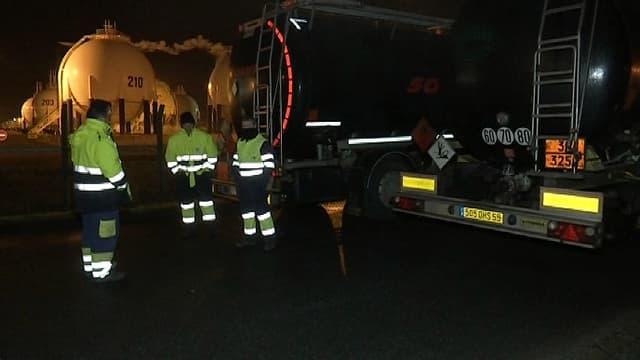 Des routiers bloquent le site pétrolier de Grandpuits, en Seine-et-Marne, ce mercredi 28 janvier.