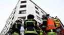 Les pompiers devant l'immeuble incendié, le 27 février 2020