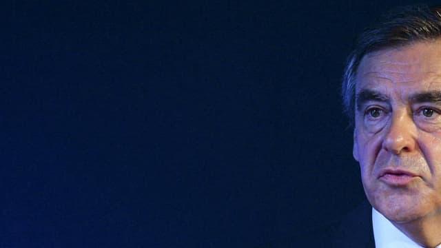 """L'ancien Premier ministre François Fillon (LR) a estimé qu'""""une forme de guerre mondiale"""" est engagée contre Daesh"""