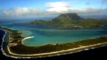 L'alerte au tsunami après le violent séisme qui a frappé vendredi le Japon a été étendue aux collectivités territoriales françaises du Pacifique: la Polynésie française (photo), Wallis et Futuna et la Nouvelle Calédonie. /Photo d'archives/REUTERS