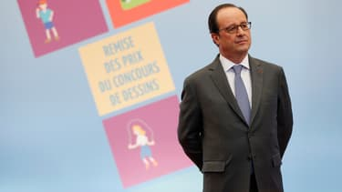 François Hollande, lors de la remise des prix d'un concours de dessins à l'Elysée.