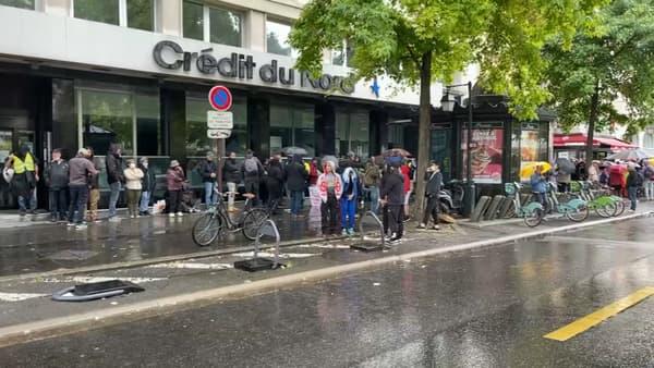 Les manifestants rassemblés au Pont-de-Neuilly à Paris.