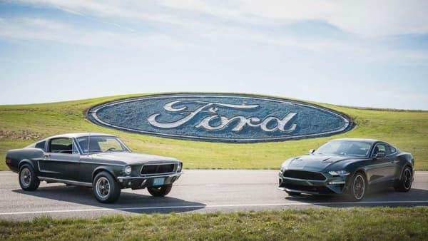 Les deux Ford Mustang, l'originale, et la série limitée 2018.