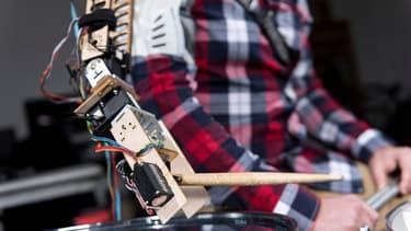 Le bras robot portable qui aide les batteurs dans leur Art !