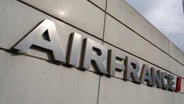 """Selon Les Echos, """"le plan de reconstruction d'Air France (...) devrait compter de 8.000 à 10.000 suppressions d'emplois, soit 15% à 20% des effectifs de groupe""""."""