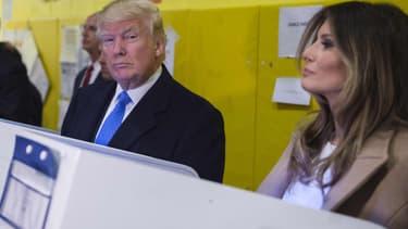 Donald Trump et son épouse, Melania, dans un bureau de vote de New York le 8 novembre 2016