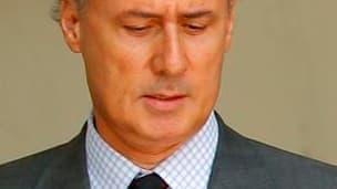 Le secrétaire d'Etat à la Fonction publique Georges Tron, accusé par deux femmes d'abus sexuels, devrait démissionner dans la journée de dimanche, croit savoir le Journal du dimanche. /Photo d'archives/REUTERS/Benoît Tessier