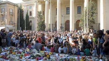 Des personnes manifestent pour que justice soit rendu après la mort de la journaliste et bloggeuse anti-corruption Daphne Caruana.