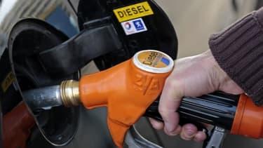 Le diesel, qui bénéficie d'une fiscalité plus douce,  pourrait être surtaxé à partir de 2014.