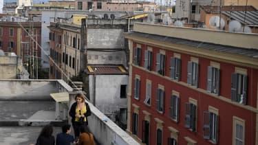 Des étudiants sur les toits de Rome le 9 mai 2020.