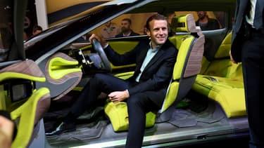 Alors patron d'En Marche, Emmanuel Macron au Mondial de l'Automobile en 2016. Désormais Président de la République, il recevra le 1er octobre au soir les dirigeants du secteur auto pour un diner à l'Elysée à la veille du Mondial 2018.