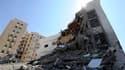 Bâtiment détruit à Tripoli. Des explosions et des échanges de tirs ont retenti dans la nuit de samedi à dimanche dans la capitale libyenne, où les opposants à Mouammar Kadhafi affirment que la chute du dirigeant libyen n'est plus qu'une question d'heures