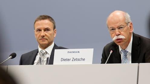 Le patron de Daimler Dieter Zetsche (à droite) et le directeur financier Bodo Uebber (à gauche)