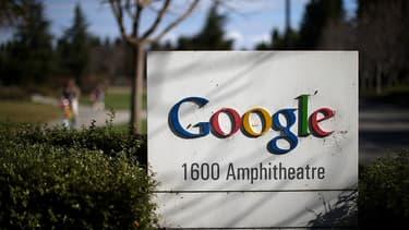 Attaqué par Bruxelles pour abus de position dominante, Google veut enterrer la hache de guerre avec les éditeurs de presse en Europe.