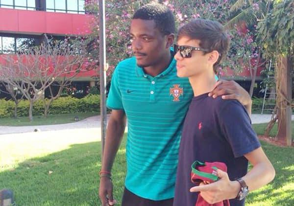 Le jeune Leal avec William Carvalho