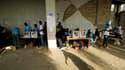 Les Haïtiens se sont rendus en nombre dans les bureaux de vote, ici à Port-au-Prince, pour élire un nouveau président lors d'un scrutin globalement calme. L'élection oppose le chanteur populaire Michel Martelly, 50 ans, à l'ex-première dame Mirlande Manig