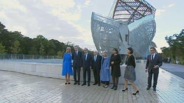 François Hollande entouré de monsieur et madame Arnault ainsi que de Frank Gehry à l'occasion de l'inauguration de la Fondation Louis Vuitton.