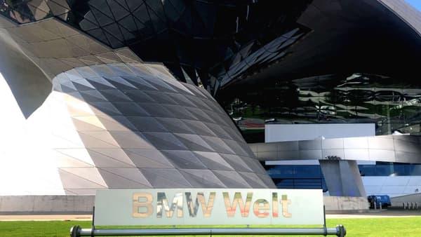 Ouvert en 2007, le BMW Welt sert de vitrine et de lieu de livraison au constructeur bavarois.