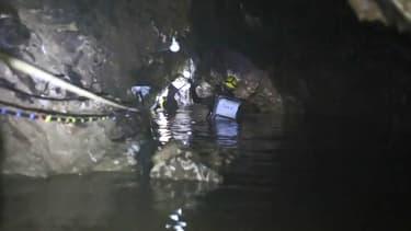 Deux films sont en préparation sur le sauvetage des treize personnes bloquéesdans la grotte de Tham Luang, en Thaïlande.