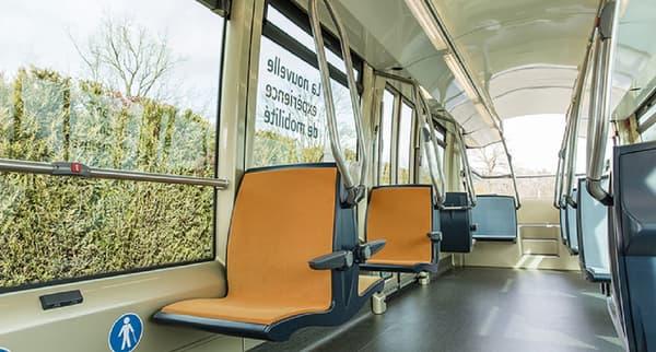 Le bus peut transporter une centaine de personnes