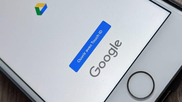 Un smartphone équipé des services Google