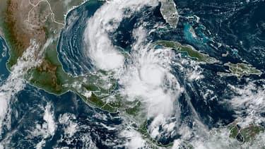 Image satellite de l'ouragan Delta.