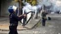 Heurts à Alger. Deux personnes ont été tuées vendredi lors d'émeutes en Algérie, selon une source proche des services de sécurité algériens. /Photo prise le 7 janvier 2011/REUTERS/Farouk Batiche