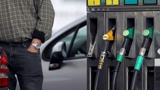 Les prix à la pompe baissent.