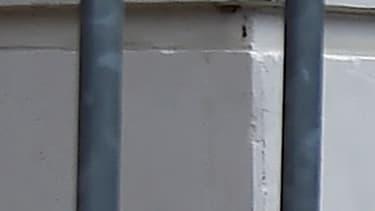 Recueillement devant l'immeuble où le balcon s'est effondré