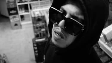 """Le rappeur Hamza, dans le clip de """"Netflix"""", un des trois morceaux de son nouvel EP."""